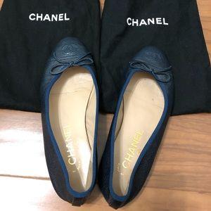 Navy blue CHANEL ballerina flats